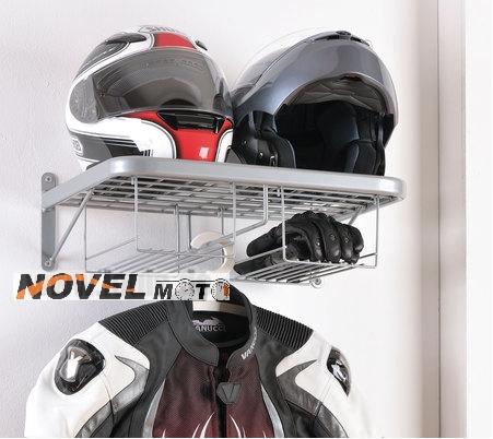 Věšák na moto-oblečení a 2 helmy Louis